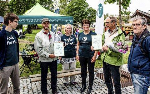 Fikk pris: Ås Venstre sin miljøpris ble tildelt Kroerløypas Venner i forbindelse med årets Åsmart'n. Fra venstre er det venstrerepresentant Erling Rognli, Torgrim Røiseland (Kroerløypa), Maria-Therese Jensen (V), Jorunn Nakken (V), Jørgen Skatter (Kroerløypa) og Arne Grønlund (Kroerløypa). Foto: Bonsak Hammeraas