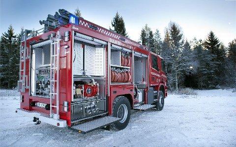 Det er nok mange brannmenn som drøymer om ein slik slukkebil. No skal Gjensidigestiftelsen gje vekk tolv slike, og brannvesenet i Austrheim kan bli blant dei heldige. Foto: Gjensidigestiftelsen
