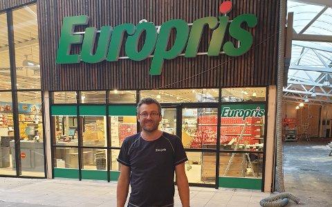 Butikksjef til den nye Europris-butikken på Lindås, Roar Mikkelsen.
