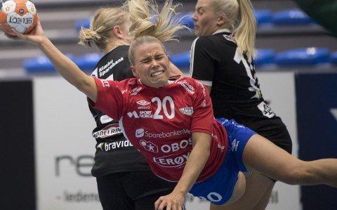 NISO ønsker en høyere minstelønn for profesjonelle spillere innen ishockey og håndball, slik som Fana-spiller Sofie Vinde Norum.
