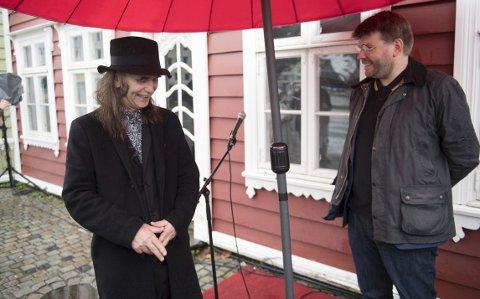 HP Gundersen fikk sin egen stein på Nøstet torsdag formiddag. Sjefredaktør Sigvald Sveinbjørnsson åpnet seremonien.
