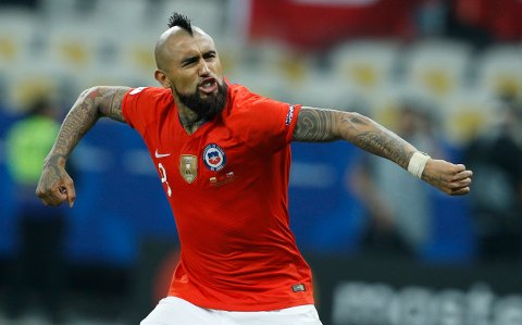 Chile's Arturo Vidal celebrates scoring a goal during penalty kick shoot-out against Colombia at a Copa America quarterfinal soccer match at the Arena Corinthians in Sao Paulo, Brazil, Friday, June 28, 2019. Chile defeated Colombia in a penalty shoot-out and advanced to the semifinals. (AP Photo/Victor R. Caivano)