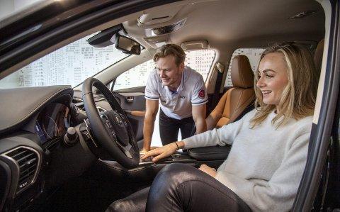 Håvard Lorentzen har plassert samboeren Hege Bøkko i førersetet i jakten på private sponsorer. Markedet er tøft, men denne uken kunne paret hente en splitter ny bil.