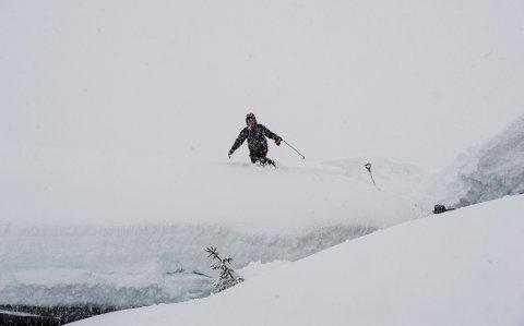 Det blir stor snøskredfare fra mandag av. Foto: Marit Hommedal / NTB scanpix