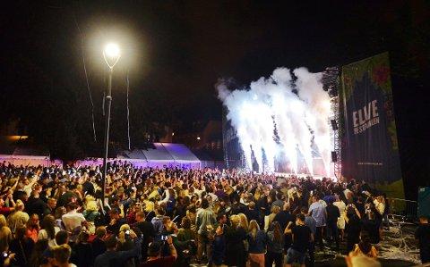 REDUSERT: I utgangspunktet kunne Elvefestivalen ha 5000 personer på hver konsert under årets festival. Nå har de redusert til 3000.