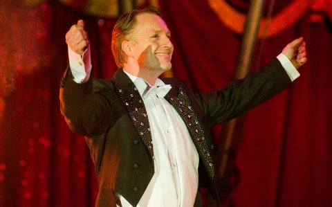 SJEF I MANESJEN: Cirkusdirektør Are Arnardo leder Cirkus Arnardo i 2021. Foto: Fridgeir Walderhaug
