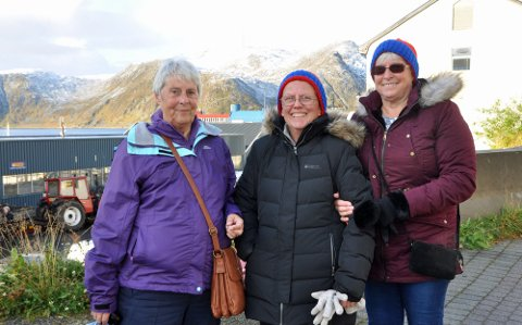 VENNINNER PÅ TUR: Sandra, Gail og Val likte seg i Honningsvåg.
