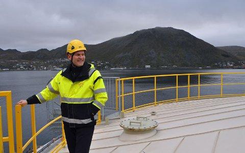 PÅ TOPPEN: Havneinspektør Fredrik Helgesen er snart klar for å åpne kranene på det nye tankanlegget i Kobbhola.