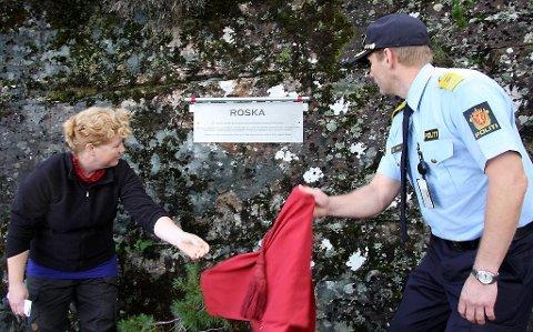 Når eit nytt krigsminnesmerke snart ser dagens lys i Florø, bør det også spegle kvinnene sin motstandskamp. Her frå avduking av minneplaketten for Roska i september 2009.