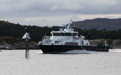 LOKALBÅT: Fjord1 sin Fjordglytt i rutetrafikk ved Gunhildvågen.