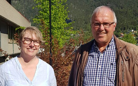 Konfirmantansvarleg Britt Mulelid og sokneprest Dag Leirvik er snart klar for eit nytt konfirmantår. Dei håper det blir korona-fritt.