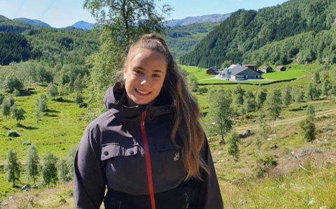 UTE: Lovise Ovidia Bjørvik trivast godt i naturen og når ho vert eldre er draumen å busette seg på gard i Fjaler.