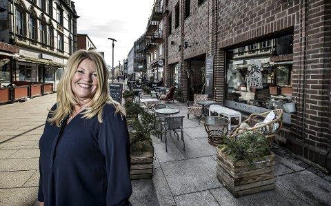 Uten utdanning: Rita Holberg foran stedet der hennes første butikk lå, Minelli. Hun har ledet og startet mange bedrifter uten å ha høyere utdanning.