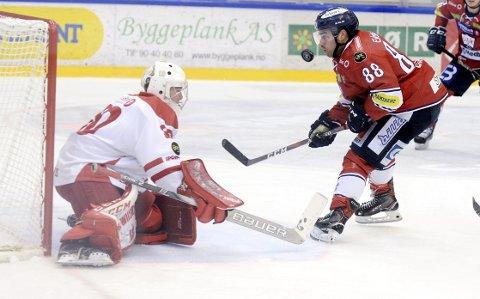 GODKJENT: Max Nygren kan ikke klandres for tapet mot Lillehammer. Unggutten slapp inn to mål mot  Lillehammer. Det siste i undertall, men viste at han har fremtiden foran seg. Foto: Morten Aasen