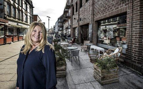 Vil endre regler: Rita Holberg, utenfor sin første forretning, sa at mange vil jobbe søndag. Arkivfoto: Geir A. Carlsson