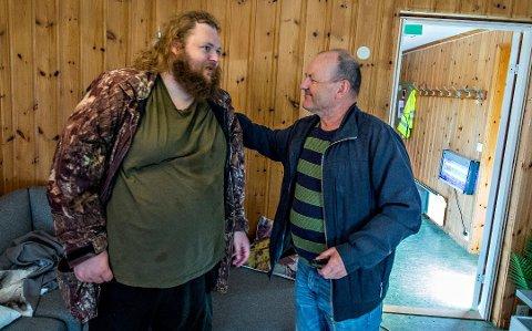 For halvannet år siden måtte psykisk og fysisk syke Jostein Bergstrøm (37) flytte 16 mil hjemmefra til Hurdal, fordi Fredrikstad kommune ikke klarte å gi ham et omsorgstilbud her. Der bor han fortsatt.
