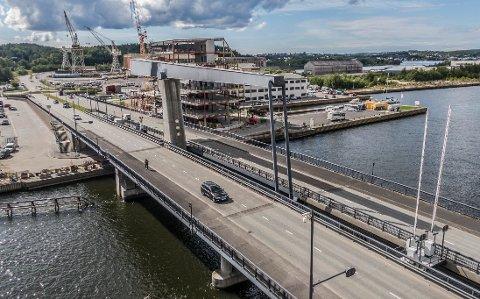 Med dagens tempo vil regningen for Værstebrua være nedbetalt i 2026. Nå lanserer Kjell Arne Græsdal et forslag for å bli kvitt bommene raskere.