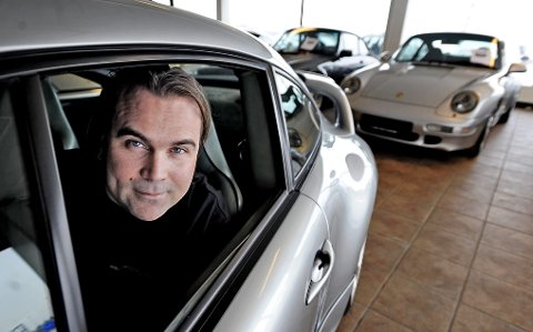 Espen Olsen og kollega Werner Isaksen har solgt seg ned til ni prosent i Porsche Center Son.