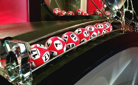 BLE MILLIONÆR: En mann fra Troms har vunnet 7,2 millioner kroner i Lotto. Men Norsk Tipping har enda ikke fått tak i mannen. (Foto: Ina Taasaasen / Norsk Tipping)