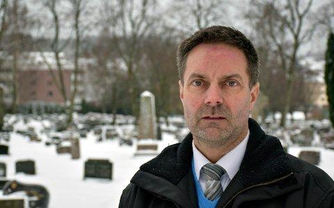 TRIST UTVIKLING: Øyvind Brenno merker at samfunnet er i endring. Kontakten med familien er ikke så nær som den var da folk ble boende på samme sted hele livet, nær familien.