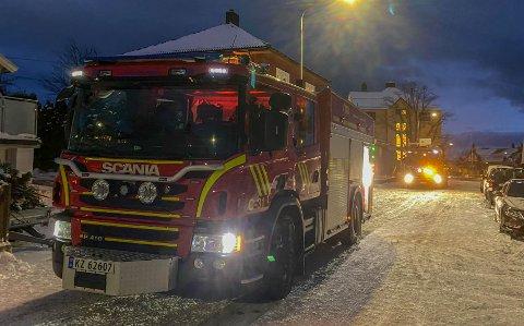 RYKKET UT: For tredje dag på rad oppsto det pipebrann i Horten. Brannmannskapene fra Kopstad var raskt på stedet.