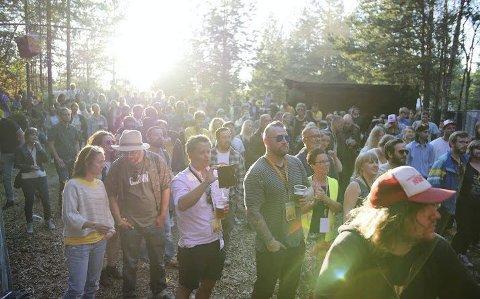 Sjarmert i senk: Audunbakken begynte som en hagefest – nå er festival omtalt som Norges mest sjarmerende. Også i år ble besøkende sjarmert i senk av sofakroker og hjemmesnekrede utedasser. Stemninga var på topp hele helgen, forteller deltakerne.