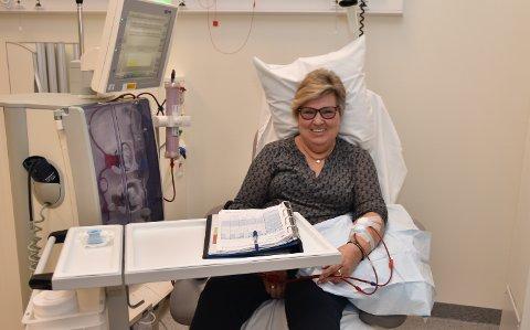 JOBBEN: Jeg ser på dialyse annen hver dag som jobben min, sier Elisabeth Kaisa Emanuelsen fra Nord-Odal.