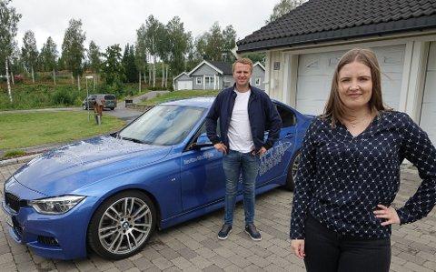 KLAR JOBBEN: Martine Kjensmo Langerud er den først ansatte i Espen Isaksætres nyetablerte trafikkskole.