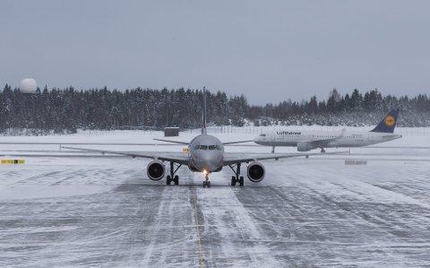 Vinterværet onsdag kan føre til noen forsinkelser i flytrafikken til og fra Oslo lufthavn. Foto: Berit Roald / NTB scanpix