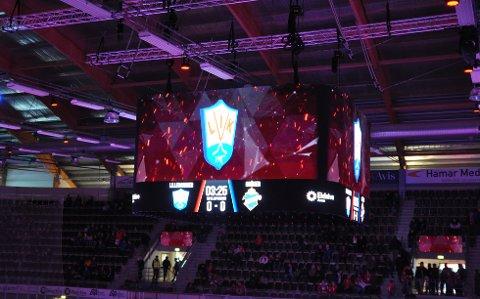 Norges Ishockeyforbund forteller at det kan være aktuelt med sanksjoner mot Lillehammer Ishockeyklubb, og at en bot er det mest aktuelle. Bilde fra åpningskampen av Eidsiva Arena.