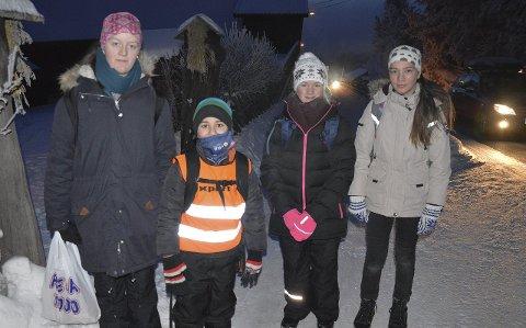 ELEVER TIL FOTS: Ingrid Nymoen, Jonas Hamoud, Anne Karin Karlsson og Sandra Kolby går til og fra skolen hver dag.