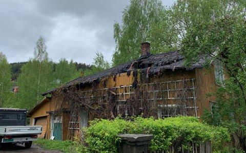 SKAL I GANG: Det skal søkes om å få rive og sette opp igjen dette huset i Brandbu. Det sier en av eierne, Lars Magnus Braaum.