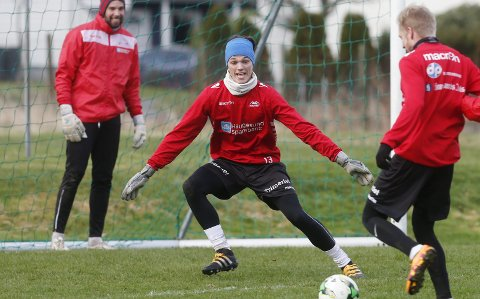 VARDS SISTESKANSE: Thomas Kinn sto i mål for Vards A-lag i seriestarten mot Vålerenga 2 søndag. FOTO: ALF-ROBERT SOMMERBAKK