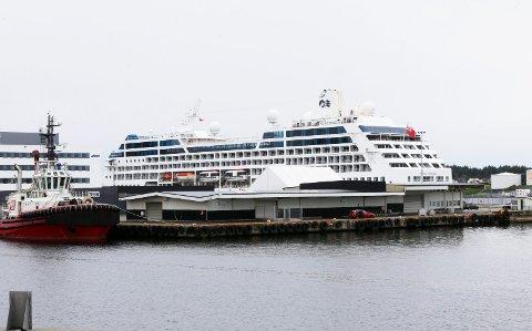 "650 PASSASJERER: Cruiseskipet ""Pacific Princess"" ligger til kai i Haugesund onsdag."
