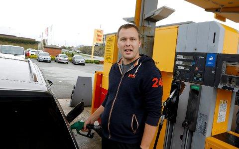 FYLTE OPP: Stig Grannes kjøpte bensin på opphørssalg.