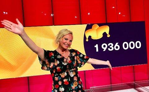 FULL KLAFF: Jokeren dukket opp og gjorde at programleder Ingeborg Myhre sender nesten to millioner kroner vestover til Karmøy.