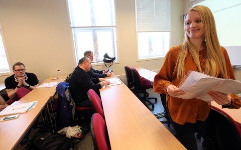 Maria Klaussen Herset (27) fra Nesna jobber ved matematikkseksjonen på Nord universitet.