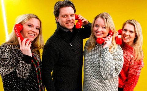 RINGER MILLIONÆRER: Anne Siri Nørstebø, Ola Thorset, Nina Rundsveen og Pernille Storholm Skaret har den takknemlige jobben med å ringe et førtitalls SuperLotto-millionærer på påskeaften.
