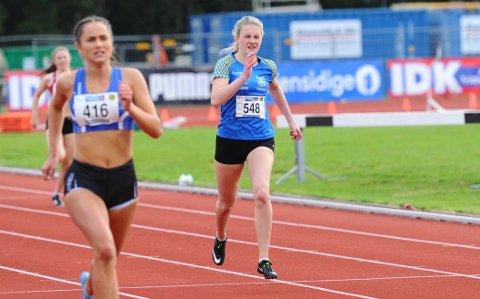 I TOPPEN: Emma Sofie Eriksen (t.h.) gjør det bra i UM i friidrett. To bronsemedaljer har det blitt så langt på Sandnessjøen-jenta.