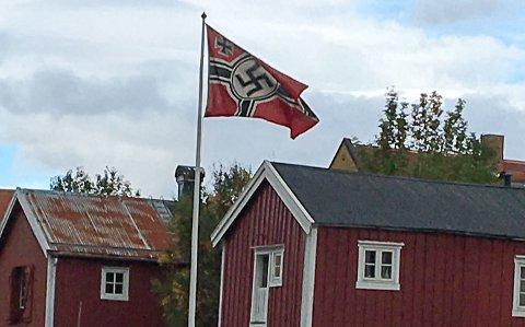 FLAGG: Meldingen om dette flagget fikk politiet til å sjekke saken, men det dreier seg altså om en filminnspilling.