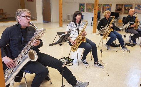 TILBAKE: Tore Almås, Mariann Nilsskog, Wenche Drevland og Nils Arne Øyås er i full gang med å øve til 17. mai.