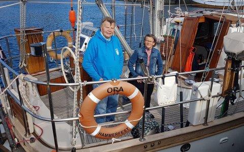 HJEMME: - Her er vi endelig hjemme i Hammerfest etter over 3000 nautiske mil seilas som tok 50 døgn, sier Ingulf Ludvig Nilsen. Han står sammen med kona Ellen.