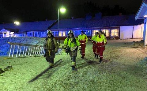 Harstad brann og redning undersøkte stedet. Det er ingen tegn til flammer, forteller vår reporter på stedet.