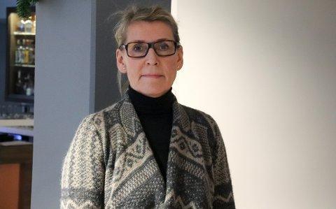 SER ALVORLIG PÅ LEKKASJEN: Administrerende direktør Hulda Gunnlaugsdottir, her avbildet under et styremøtet i Sandnessjøen.