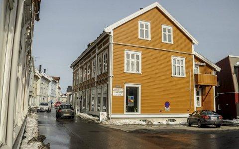Tilbud: Kragerø Kunstforening holder til i 1. etasje i Kirkegata 5. I bygningen hvor Bondeheimen holdt til for en del år siden. Når lokalene er ledige kan malere låne galleriet til egne utstillinger. Foto: Jimmy Åsen