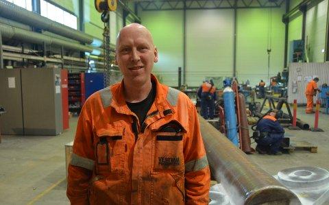 POSITIV: Tillitsvalgt Terje Bjørkholta hos Vestmar Production mener Kristiansands Skruefabrikk & Mek. Verksted er kommet inn som ny eier på rett tidspunkt.