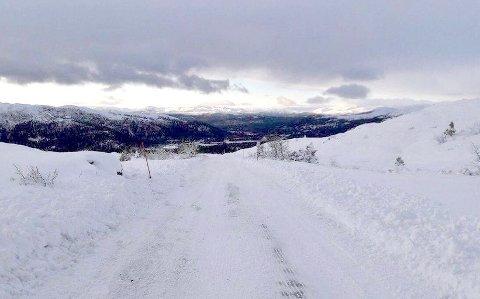 MYE SNØ: Slik så det ut på Killingskaret fredag klokken 14. Mye snø, men fortsatt åpen.