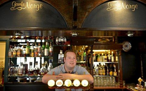 HÅPLØST: Henrik Fundingsland driver Gamle Norge Pub som nok en gang måtte stenge kraner og dører da lokal skjenkestopp ble etterfulgt av den nasjonale. Bildet er tatt i 2017.