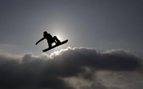 FLYR HØYT: Silje Norendal i aksjon i big air-finalen i Pyeongchang. FOTO: AP Photo/Matthias Schrader