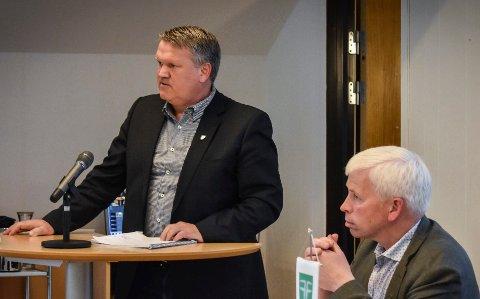HÅPER PÅ MER: Rådmann Jon Gjæver Pedersen (t.v .) i Flesberg kommune det blir mer enn 0,8 prosent vekst i de frie kommunene i hans kommune.